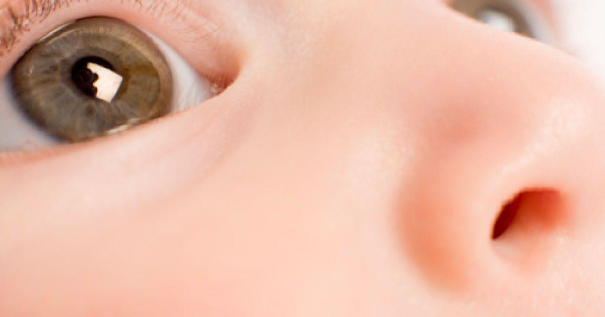 Почему слезится один глаз у взрослого