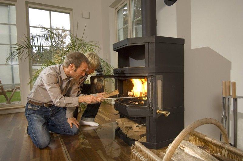 Металлическая печь для дома на дровах