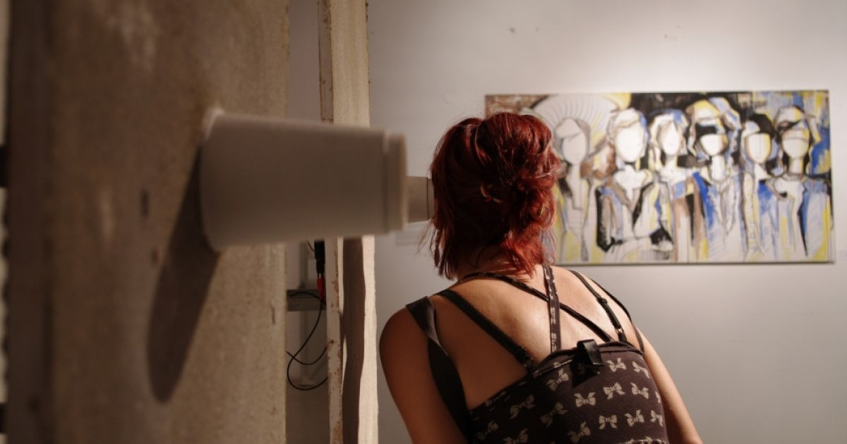 Как подслушивать через стену в домашних условиях