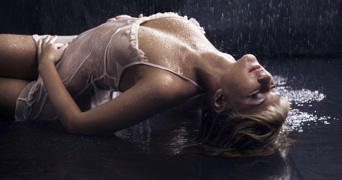 Смотреть порно сквирт или струйный оргазм