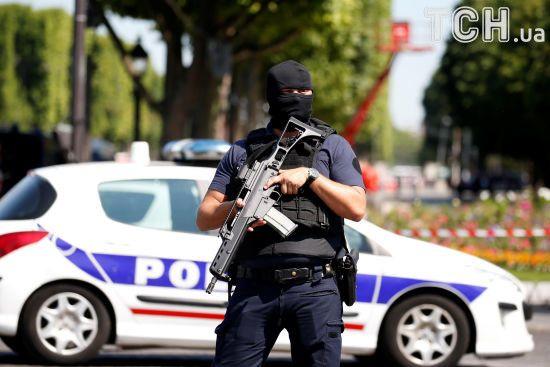В центре Парижа неизвестный протаранил полицейский автобус