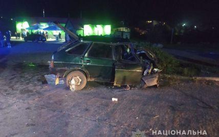 Взялся подвезти мать с тремя детьми: в Сумской области водитель легковушки влетел в грузовик
