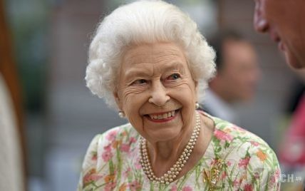 Много шутила и разрезала торт мечом: Королева Елизавета II встретилась с лидерами G7