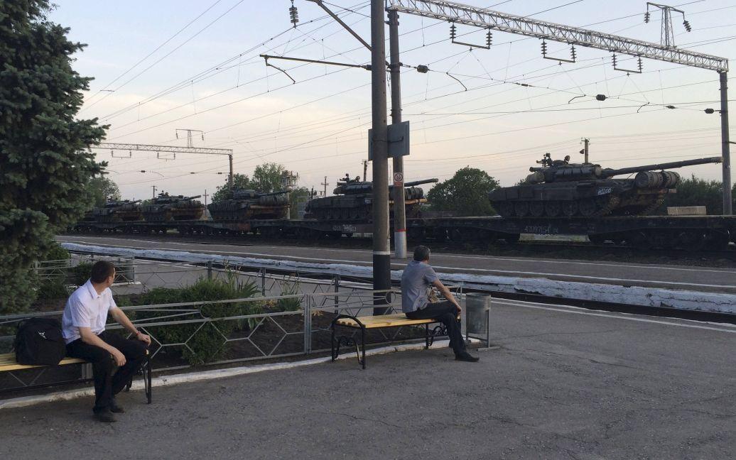 Тяжелую технику завезли по железной дороге / © Reuters