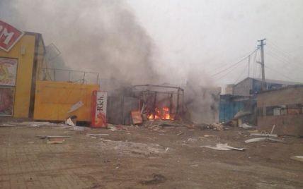 """Бойовики """"Градами"""" вбили 10 жителів Маріуполя, у місті паніка, палають будівлі"""