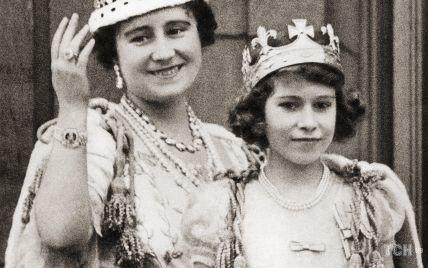 Королева Елизавета II опубликовала трогательный снимок со своей матерью
