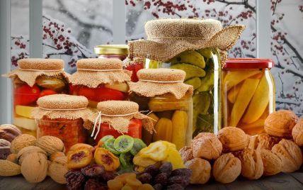 Запаси на зиму: українцям розповіли, що з консервації корисне чи шкідливе