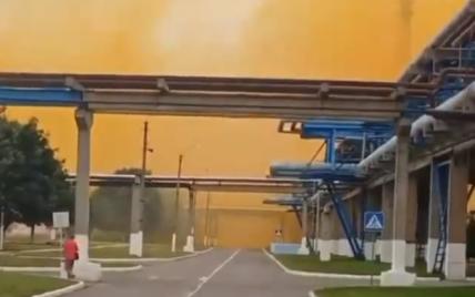 Помаранчева хмара та викид газів: на хімзаводі під Рівним, де сталась аварія, розповіли чи є небезпека для людей