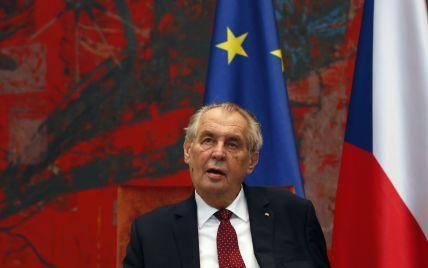 Грозит отставкой: президент Чехии требует от главы Минздрава купить российскую вакцину