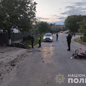 Врізався у бетонну огорожу: в Тернопільській області у ДТП загинув 23-річний хлопець (фото)