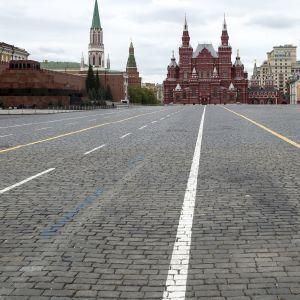 """Нові санкції проти Росії: в Кремлі пригрозили США """"закономірною відповіддю"""""""