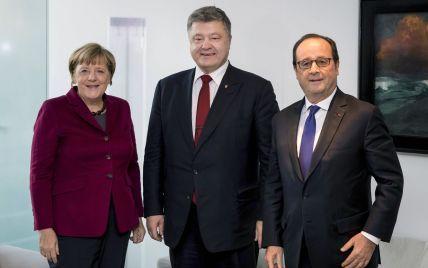 Порошенко обсудил с Меркель и Олландом ситуацию на Донбассе