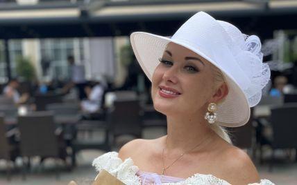 В платье с кружевом и шляпе: романтический образ Екатерины Бужинской