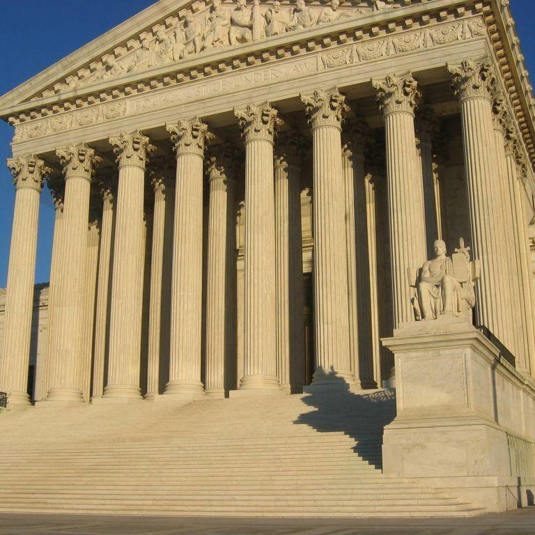 Удовлетворил сторонников Трампа: Верховный суд постановил изъять бюллетени, которые пришли после выборов в Пенсильвании