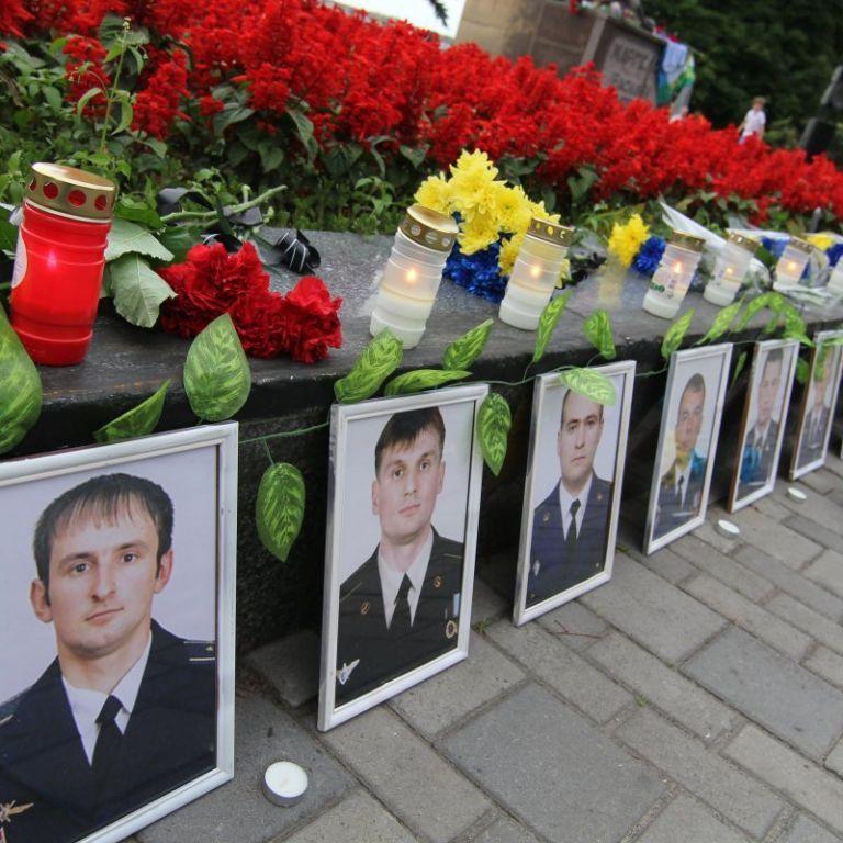 Роковини трагедії: 7 років тому над Луганськом бойовики збили літак Іл-76, загинуло 49 людей