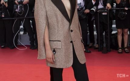 Канны-2021: французская актриса вышла на красную дорожку без бюстгальтера