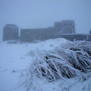 Из-за непогоды в Украине пропал свет в более 200 населенных пунктах и выпал первый снег