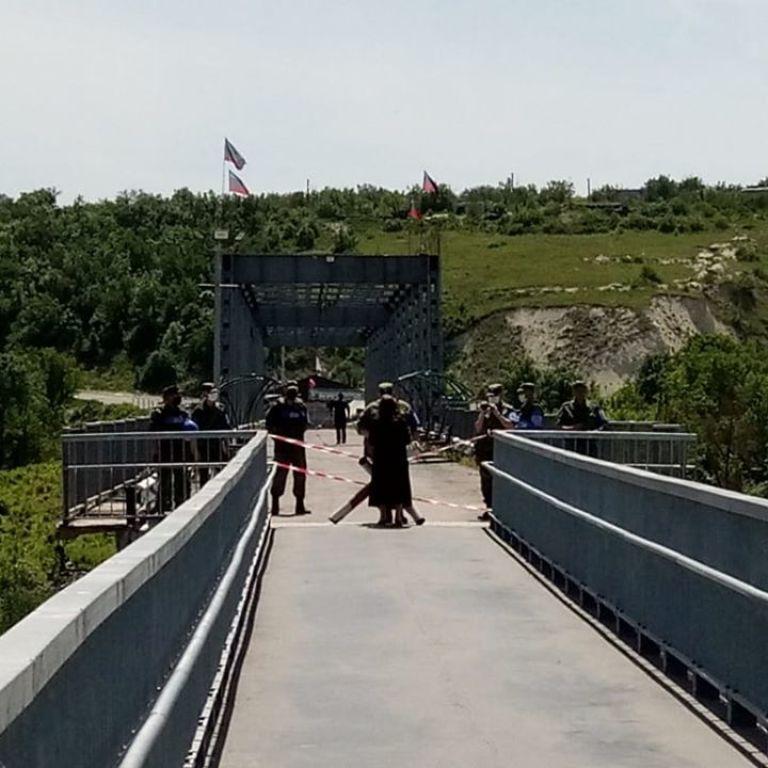 Боевики блокируют два пункта пропуска на Донбассе: работает только один КПВВ