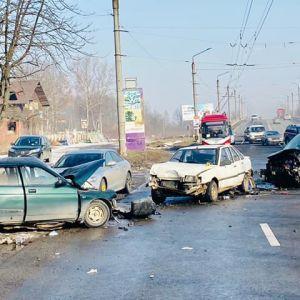 Под Ивано-Франковском произошла массовая авария: два человека погибли