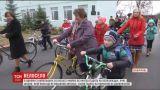 На Виннитчине селяне пересели на велосипеды, потому что не дождались школьного автобуса