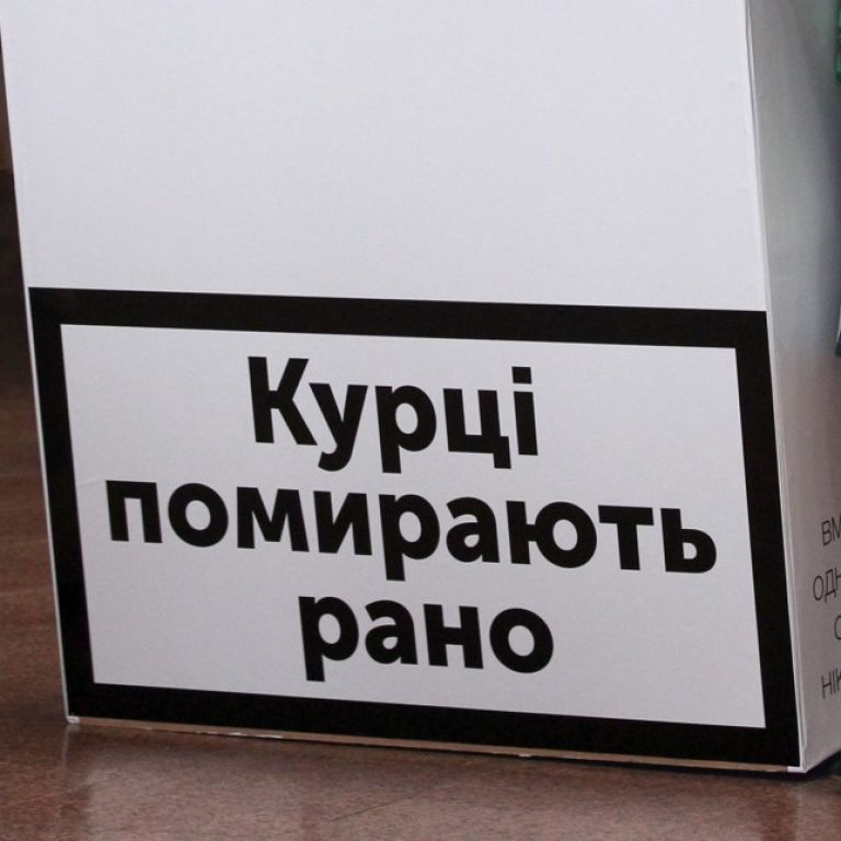 В Україні хочуть заборонити курити електронні сигаретиу громадських місцях