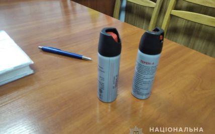 В школе Броваров неизвестный распылил слезоточивый газ