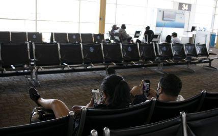 """У """"Борисполі"""" туристи чекають понад 8 годин на літак до Туреччини, де горить курортна Анталія"""