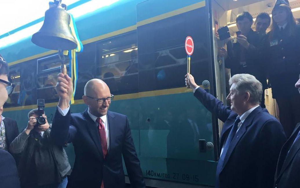 Яценюк запустил новый дизель в Черновцах / © Facebook/Арсений Яценюк
