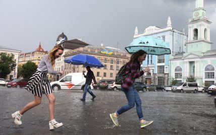 Україну накриють дощі з грозами та градом