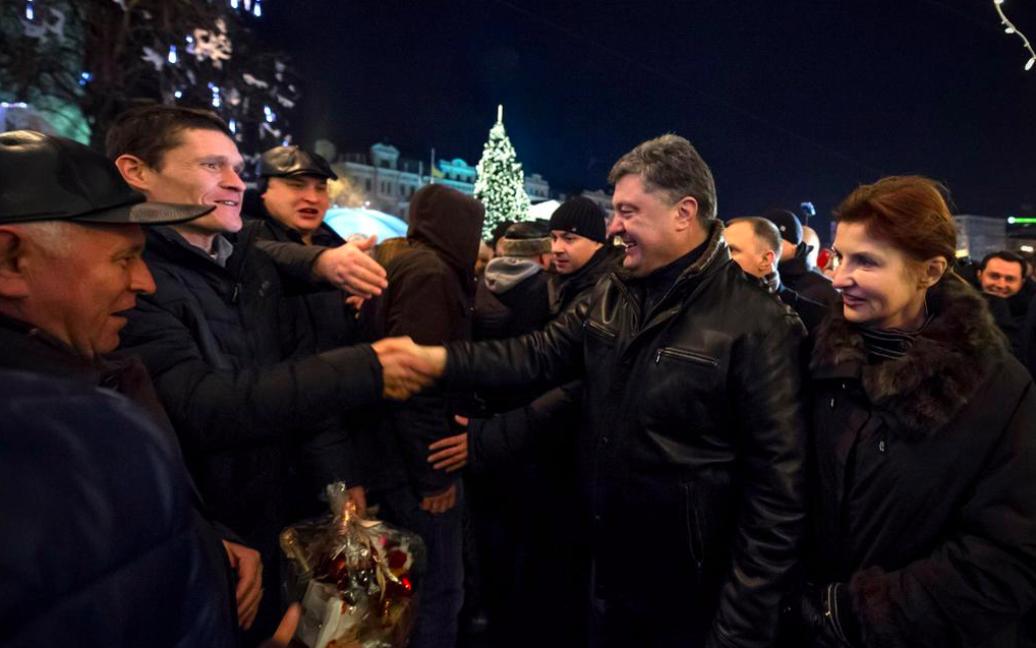 Порошенко привітав українців зі святом біля головної ялинки країни / © twitter.com/poroshenko