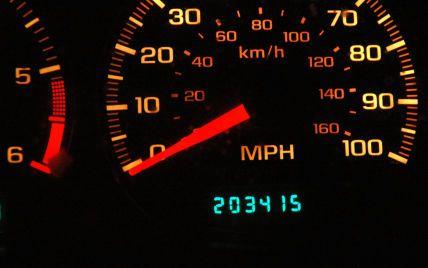 """Немецкие специалисты определили, как в современных авто """"скручивают"""" пробег на одометре"""