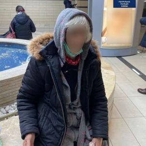 У Києві поліція знайшла загублену бабусю, а родичі заявили, що вона їм не потрібна