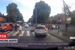 Новости Украины: в Виннице из-за столкновения пяти авто, скутера и троллейбуса травмированы 3 человека