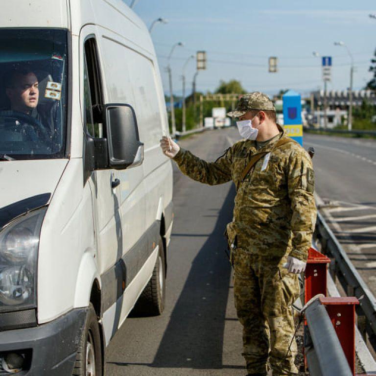 Две соседние страны возобновляют работу пунктов пропуска на границе с Украиной: какие именно и когда