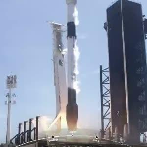 """SpaceX успешно запустила ракету Falcon 9 с новой партией спутников для """"глобального Wi-Fi"""""""