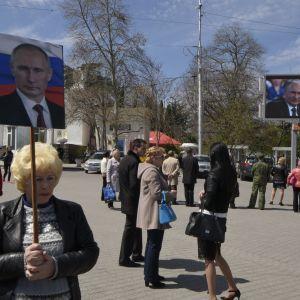YouTube обозначил пропагандистский российский фильм о Крыме как потенциально неприемлемый