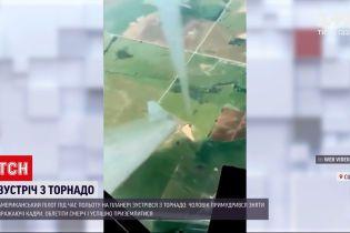 Новини світу: мешканець США пролетів над торнадо на планері і зафільмував стихію згори