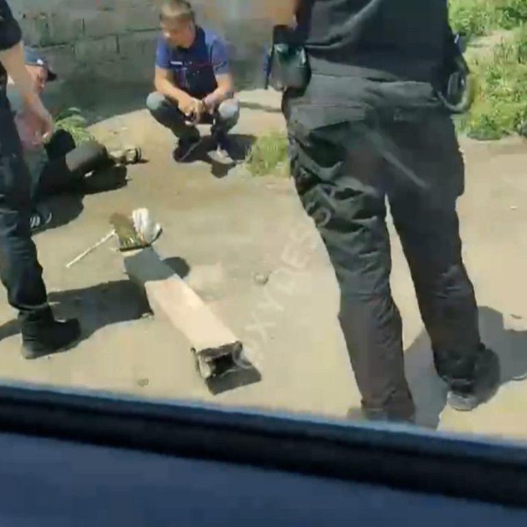 В Одесі очевидці зафільмували затримання чоловіків з базукою