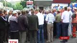 В Житомире две сотни работников пикетировали областное управление Укравтодора