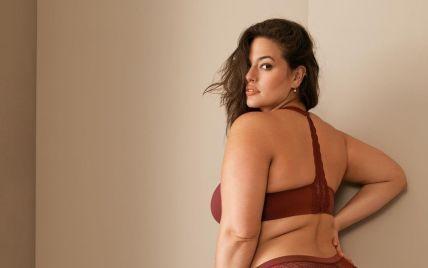 Вдруге вагітна Ешлі Грем у бікіні засвітила розтяжки на животі та целюліт на стегнах