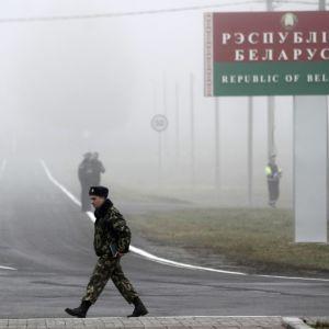 В Беларуси выезд из страны могут сделать платным
