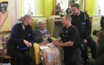 """""""Спробувати все"""". У Великій Британії 104-річна жінка зажадала, аби її заарештували"""