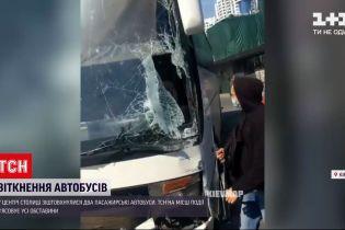 Новини України: у Києві на проспекті Науки зіткнулися два пасажирські автобуси
