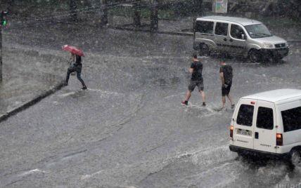 Грози, дощ та град: синоптики попередили про погіршення погоди на Закарпатті
