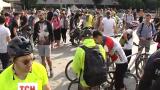 Полторы сотни любителей велосипедов устроили флеш-моб в центре столицы