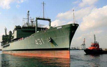 Самый большой корабль ВМС Ирана загорелся и затонул в Оманском заливе (видео)