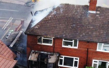 Схопила малюка, бульдога і вибігла: у Британії багатодітна мама героїчно врятувала членів сім'ї від пожежі у будинку (фото)