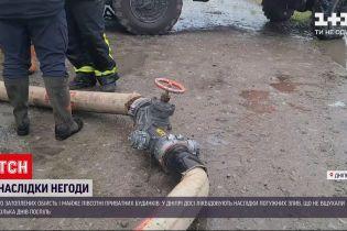Новини України: у Дніпрі після потужних злив десятки подвір'їв досі лишаються затопленими