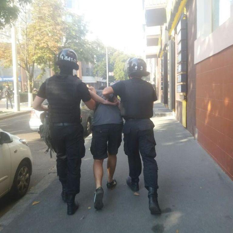 """""""Азовці"""" збираються під райвідділком з вимогою відпустити затриманих біля """"Київміськбуду"""""""