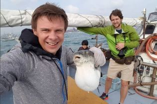 """Ведущий проекта """"Мир наизнанку"""" Дмитрий Комаров съел смертоносную рыбу"""